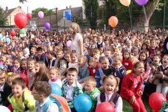 A inceput scoala! Zeci de mii de elevi au pus din nou ghiozdanul in spate dupa o lunga vacanta