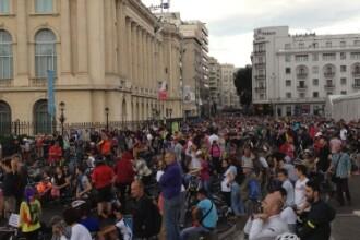 Incidente la marsul din Capitala. Un sofer a intrat cu masina printre biciclisti, lovind 7 persoane