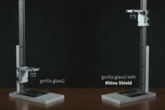 Prea bun sa fie adevarat? Ecranul de smartphone care rezista si la o lovitura de ciocan. VIDEO