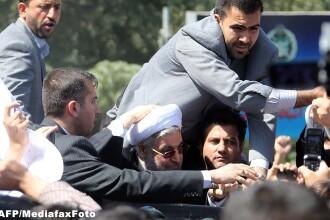 Presedintele Iranului, ovationat dar si huiduit la intoarcerea in tara. Oua si pantofi in masina sa