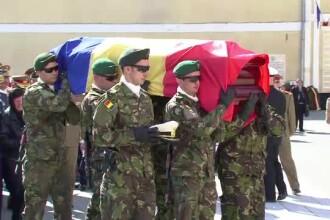 Claudiu Popa, militarul ucis in Afganistan, a fost inmormantat. Dupa misiune, urma sa se cunune