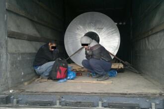 Sirieni gasiti ascunsi in remorca unui TIR, la granita. Doi au fost trimisi direct la spital