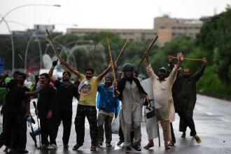 Proteste antiguvernamentale in Pakistan. Manifestantii au oprit emisia televiziunii publice