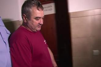 Barbatul suspectat ca si-a ucis sotia si pe cele doua surori ale acesteia, eliberat din inchisoare. Vecina: Mi-e frica de el