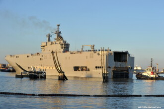 Franta a cedat presiunilor facute de aliatii din NATO. Livrarea primei nave de razboi Mistral catre Rusia a fost suspendata