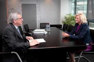 Corina Cretu a fost audiata de Juncker la Bruxelles. Portofoliul ce-i va fi atribuit romancei in CE este inca un mister