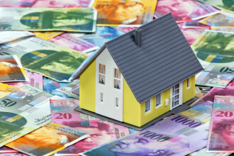 Doua banci din Romania sunt gata sa schimbe in lei creditele luate in franci elvetieni, cu o CONDITIE legata de dobanda