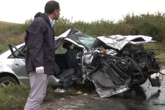 Accident grav in Arad. Doi morti si zece raniti dupa ce un Audi s-a izbit cu viteza intr-un microbuz