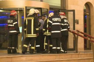 Panica la un hotel de lux din Bucuresti. Clientii au fost evacuati dupa ce acoperisul cladirii a fost cuprins de flacari