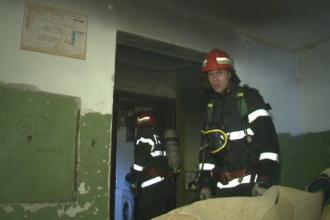 Doi barbati din Bucuresti au ajuns la spital, dupa explozia unei butelii. Locatarii blocului au crezut ca este cutremur