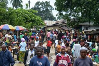 Efectele Ebola. Un oras din Liberia a ajuns inchisoare sub cerul liber. Toti locuitorii din Sierra Leone, izolati in case