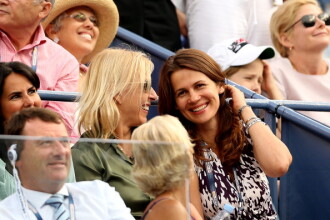 Martina Navratilova a cerut-o, in genunchi, in casatorie pe Julia Lemigova, la US Open. FOTO