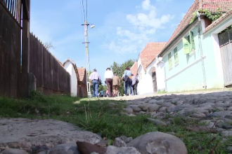 Romanii incep sa-si dea seama ca locuintele traditionale atrag strainii. Proiectul curajos al unui arhitect din Sibiu