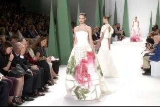 Carolina Herrera s-a inspirat din culorile florilor pentru saptamana modei de la New York. Ultima ei colectie a impresionat