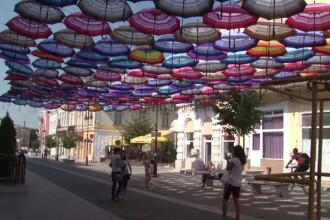 Biserica, suparata pe umbrelutele colorate din Botosani. Motivul incredibil pentru care preotii au cerut sa fie schimbate