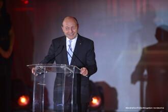 Chiar daca e toamna, opozitia si Traian Basescu au plecat in tabere de vara. Tinta preferata a atacurilor: Victor Ponta