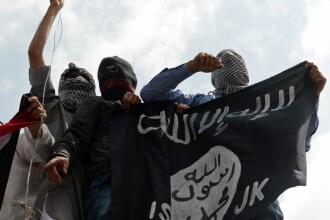 Gruparea Statul Islamic a doborat un avion militar sirian la Rakka. Aparatul de zbor s-a prabusit pe o casa