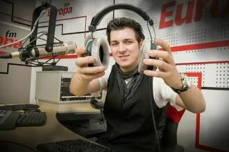 Parintii DJ-ului care s-a sinucis i-au pus in sicriu microfonul si castile de la ultima emisie. Claudiu, inmormantat duminica