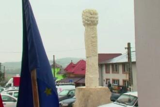 Localitatea Maciuca are de acum un monument reprezentativ: o maciuca! Localnic: E cam stramba, dar ati vazut voi una dreapta?