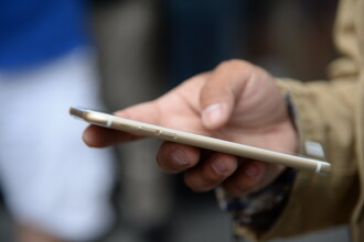 42% dintre posesorii de iPhone 6 si-au stricat deja noile gadget-uri. Cum a