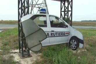 Panourile din Dambovita care imita masina Politiei Rutiere, distruse sau furate. Ce risca autorii faptelor