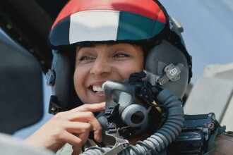 Prima femeie pilot de vanatoare din Emirate, ironizata de o televiziune din SUA. Glumele au o tenta sexista. VIDEO