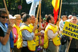 Medicii au protestat in piata Victoriei din Capitala, nemultumiti de marirea de salariu de 25%. Ce le cer guvernantilor