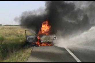 O masina a luat foc in mers pe centura Timisoarei. Soferul a reusit sa iasa din autoturism si sa sune la 112