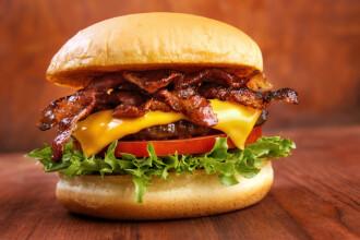 Si-a cumparat un burger si niste nachos de la Burger King. Socul tinerei cand a vazut cat are de plata