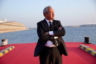 Un miliardar egiptean vrea sa cumpere o insula in Mediterana pentru a-i primi pe refugiati. Care este planul sau pentru ei