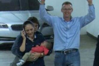 Momentul emotionant in care un cuplu si-a regasit bebelusul, schimbat la nastere, intr-un spital din El Salvador