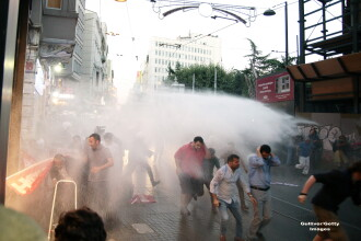 Violente in Turcia. Sediul ziarului Hürriyet din Istanbul a fost atacat de sustinatorii presedintelui Erdogan