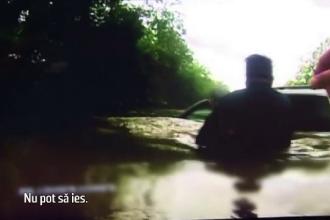 Un batran si nepotul sau, salvati din masina inundata de doi politisti, in Texas