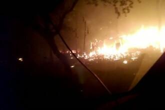 Incendiile din California au dus la evacuarea a 23.000 de oameni. Autoritatile spun ca de 12 ani nu au mai avut asa dezastru