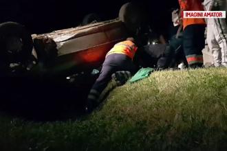 O femeie de 47 de ani a fost abandonata in masina, dupa un accident teribil. Soferul bause si a fugit de la locul faptei