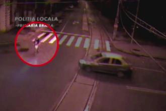Accident grav, filmat de camere. Un biciclist a fost spulberat de un autoturism al carui sofer nu a acordat prioritate