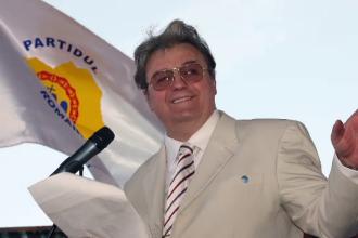 Corneliu Vadim Tudor, omul care a marcat epoca sa politica. Povestea unei vieti dedicate nationalismului si scandalului