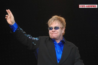 Elton John, victima unei farse. Kremlinul neaga informatia ca presedintele Vladimir Putin l-ar fi contactat telefonic