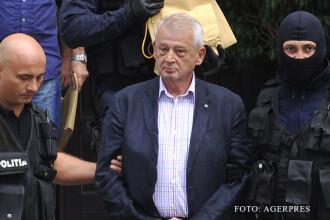 Sorin Oprescu, scos din spatele gratiilor pentru a asista la perchezitii. Procurorii spera sa gaseasca noi probe impotriva sa
