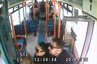 Trei romani, filmati in timp ce jefuiau o batrana intr-un autobuz, in Marea Britanie. Ce sanctiuni au primit. VIDEO