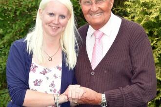 Un comediant de 84 de ani se casatoreste cu o fana de 25 de ani. Cum a reactionat tatal fetei