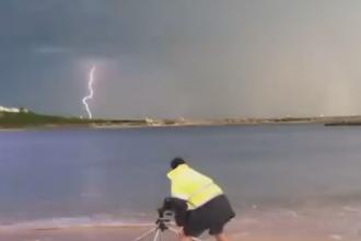 Momentul incredibil in care un fotograf este lovit de un fulger. Ce putere supranaturala spune ca a dezvoltat apoi. VIDEO