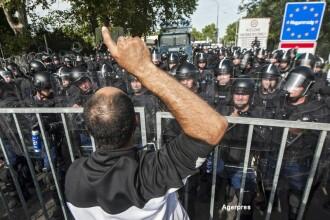 Grupul de la Visegrad respinge cotele obligatorii. Armata maghiara a primit dreptul de a folosi arme care nu sunt letale