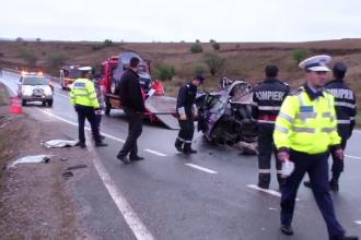 Doi tineri au murit, iar un autobuz plin cu pasageri s-a rasturnat din cauza unei pete de motorina. Ce spun politistii