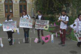 Mars in Bucuresti pentru introducerea educatiei sexuale in scoli. Voluntarii s-au ales cu o amenda pentru o