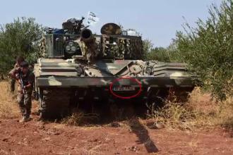 Fotografia care i-a bulversat pe romani. Un tanc al rebelilor kurzi din Siria are numere de inmatriculare din Bucuresti