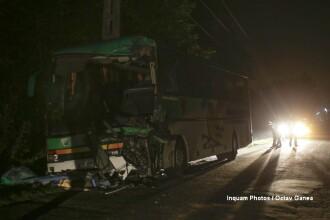 Doua autobuze cu 80 de oameni s-au ciocnit, in Arges. Politistii i-au deschis dosar penal unuia dintre soferi