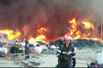 Incendiu de proportii la un depozit de deseuri de mase plastice, in Prahova.