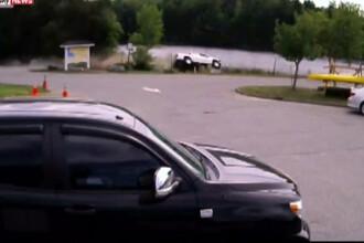 Un sofer de 61 de ani din Statele Unite a ajuns cu masina in rau. Cum a fost salvat de un trecator