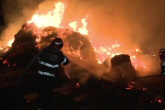 Incendiu violent la un depozit de baloti de paie de langa Buzau: